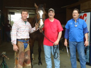 Farrior Billy Cato and Dr. Heinrichs work together to give your horse the best treatment possible.